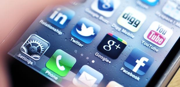 Apple iPhone ar a bhfuil Aipeanna Meán Sóisialta